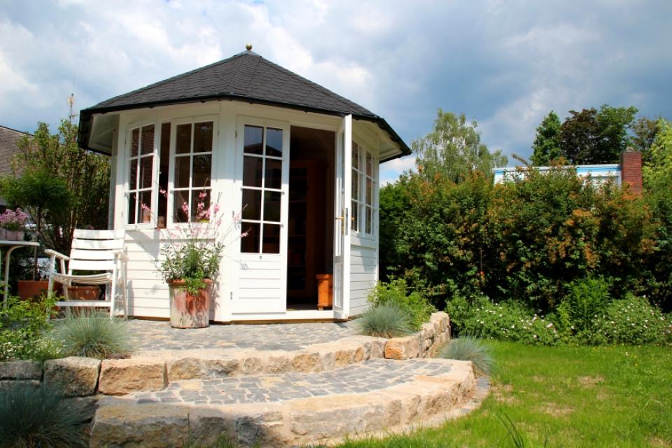 pavillon auf naturstein empore thomas. Black Bedroom Furniture Sets. Home Design Ideas